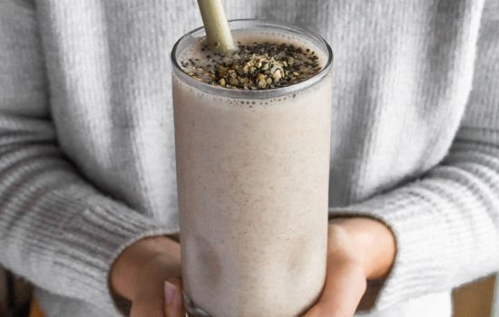 Recipe: Almond Banana Smoothie for Period Cramps